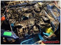 With the weather turning for worse, the last thing I set out to do in 2012 was removing the engine block and gearbox to have the engine bay ready for better inspection.