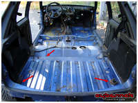 ...while the culprit for the damage in the rear part were the holes in the tailgate and LPG installation. There's just a small usual rusty patch under the rear seats.