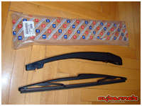 Someone had stolen my rear wiper blade a long time ago and the wiper arm (6429.T8) had a lot of play in it, so I bought both parts new. The wiper arm required a bit of persuasion from an angle grinder to come off though.