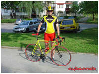 My favourite and colour-matched cycling outfit, albeit on a rider that's 8-9 kgs over his fit weight ;-).