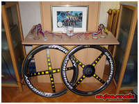 I finally managed to get this lovely pair of Spinergy Rev-X carbon wheels from the UK - that I had bought a year and a half earlier!