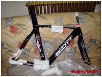We are in 2011 now. Third attempt at the National title and time to build a new old-stock 2008 Scott Plasma frameset I bought last year. It's pink, as it's a Contessa (women) model, but with normal men geometry ;-).