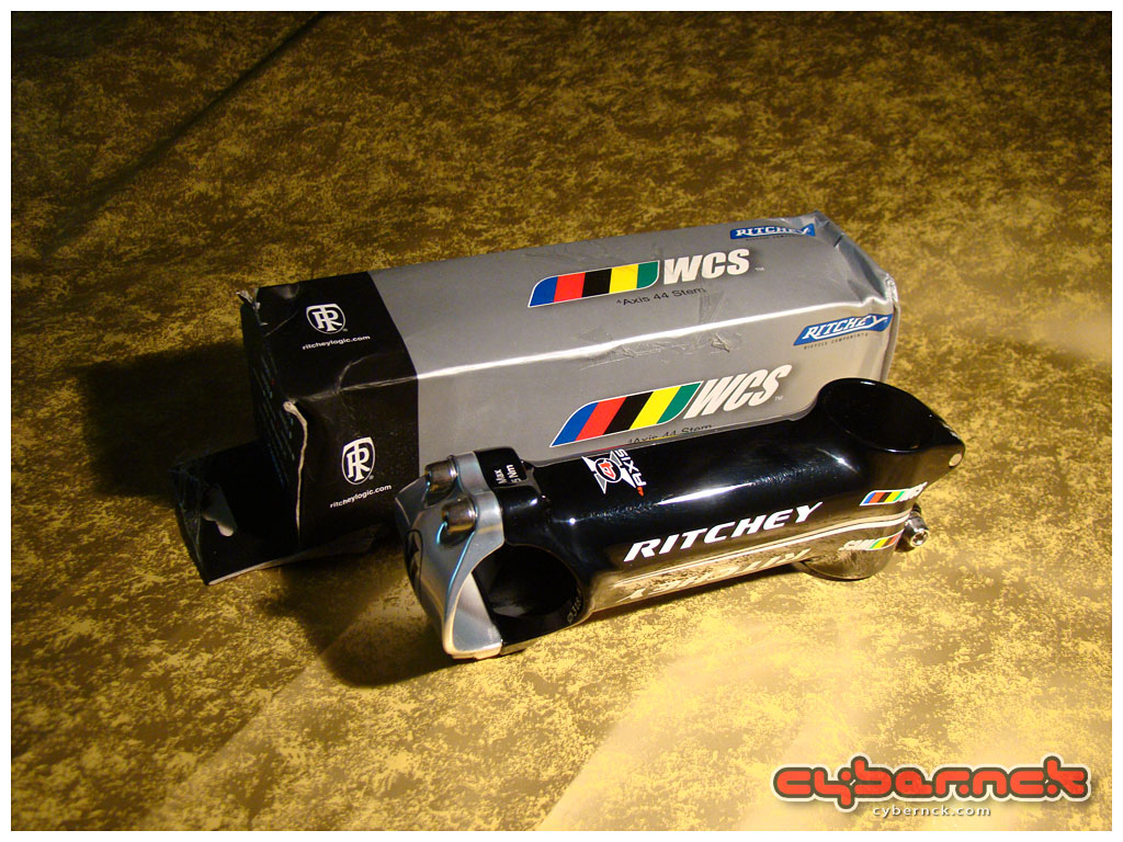 Ritchey WCS 4-Axis 100 mm stem - nice and light.