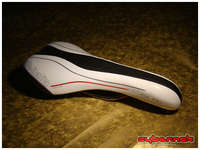 Selle Italia SLR T1 saddle in white - should be more comfortable than the ordinary road saddle.