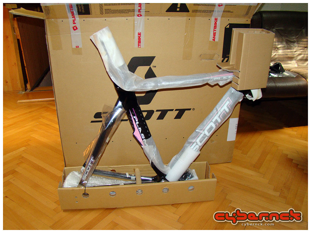 While this frameset has found its new home in the UK, you can follow the sequel of the Plasmanck story here:  http://photos.cybernck.com/plasmanck2